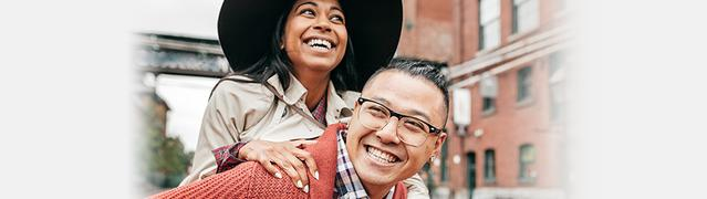 Listerine bad breath prevention - happy couple smiling
